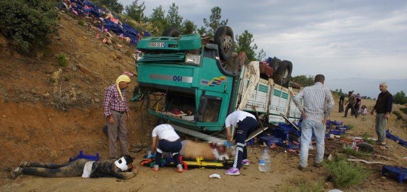 Manisa'da feci kaza! Tarım işçilerini taşıyan kamyon uçuruma yuvarlandı