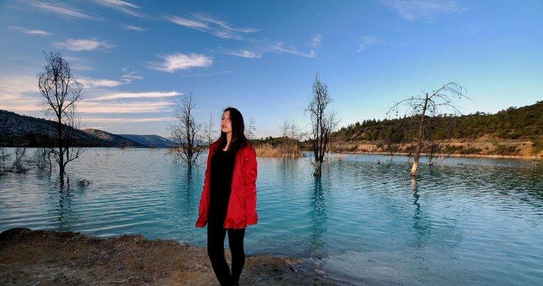 Muhteşem görüntü! Kül dağındaki gölet, fotoğrafçılara doğal fon oluyor