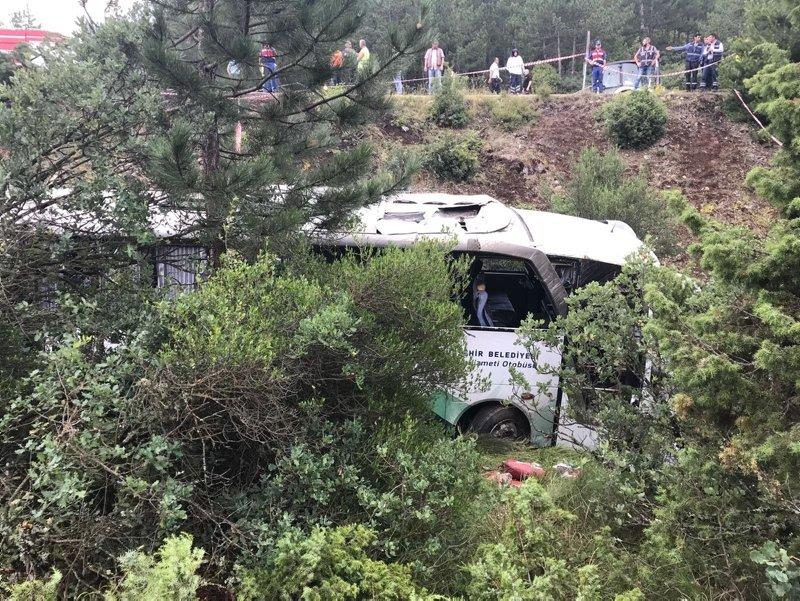Bursa'da cenazeye gidenlerin bulunduğu otobüs devrildi