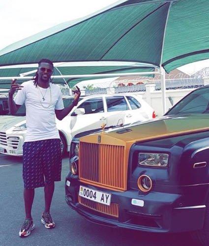 Galatasaray'ın yeni transferi Christian Luyindama saha dışında da hızlı çıktı! İşte Luyindama'nın milyonluk otomobili
