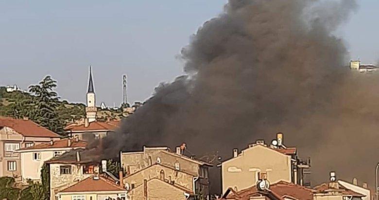 Emet'te ahşap ev yangını korkuttu
