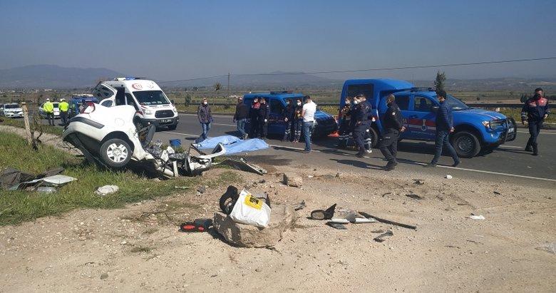 Manisa'da yoldan çıkan otomobil menfeze çarptı