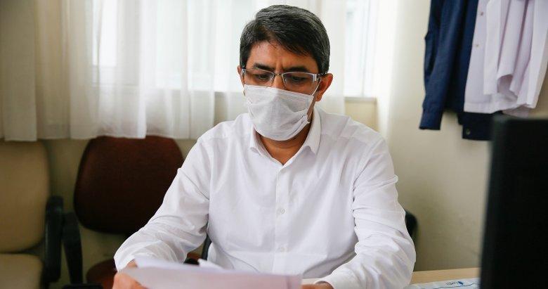 İzmir'de Kovid-19'u yenen profesör hastalarına koştu