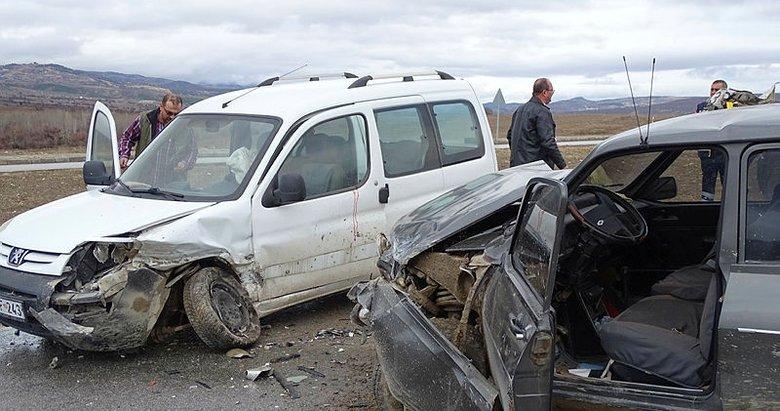 Kütahya'da feci kaza: 1 ölü, 2 yaralı