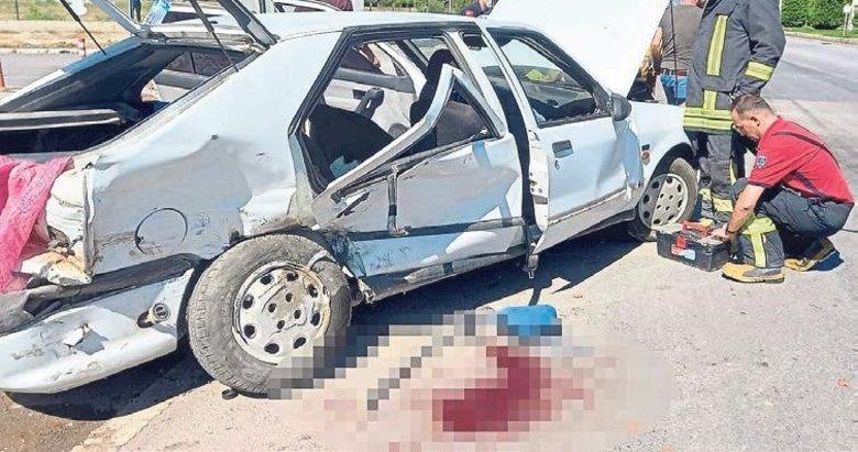 Sivil polis aracı ile otomobil çarpıştı