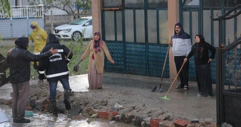 Domaniç'i dolu ve sel vurdu! Çok sayıda ev ve iş yerini su bastı! İşte o görüntüler...