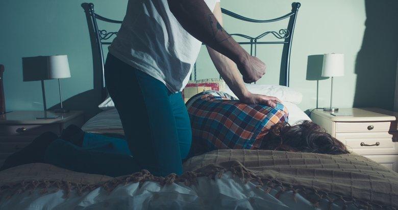 Tartıştığı karısını boğarak öldürdü