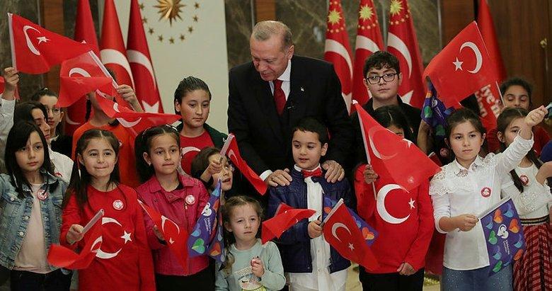 Son dakika: Türkiye tek yürek oldu! 83 milyon İstiklal Marşı okudu