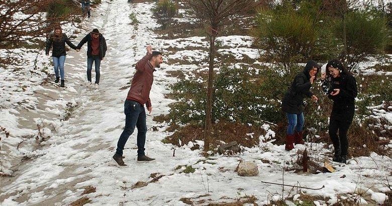 İzmirliler kar sevinci yaşadı