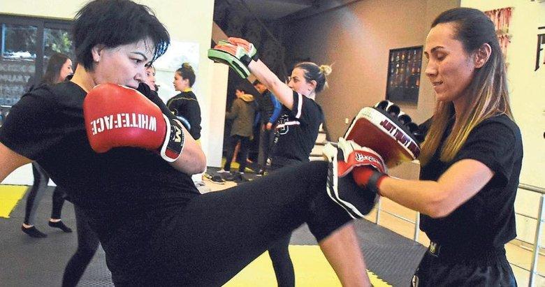 Dövüşerek kilo verip stres atıyorlar