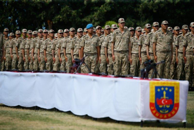 Foça'da jandarma asteğmen adayları yemin etti