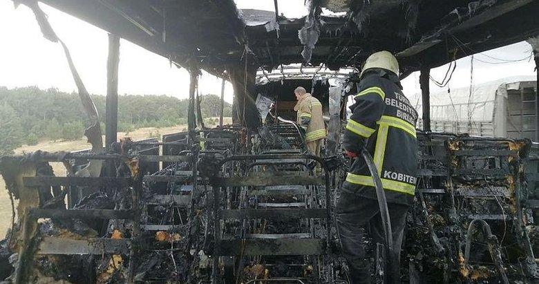 Uşak'ta içerisinde yolcu bulunmayan tur otobüsü alev aldı