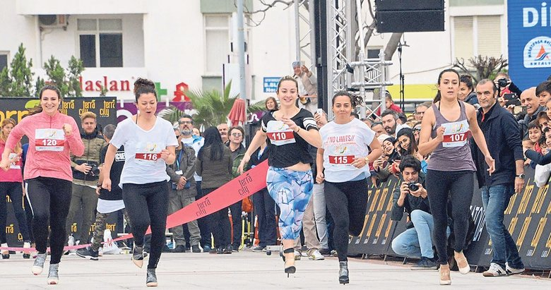 Maratonda 'Yüksek Topuk'la koştular