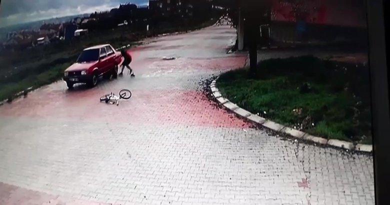 Uşak'ta bisiklet üzerindeki iki genç otomobilin altına girdi!