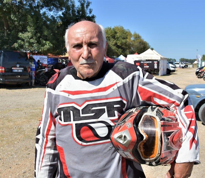 Muğlalı 66 yaşındaki İzzet Sezgin pistlerin tozunu attırıyor