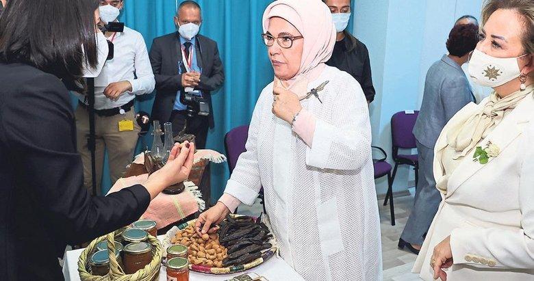 Emine Erdoğan'dan Sosyal Yaşam Merkezi'ne ziyaret