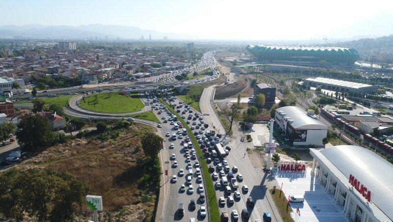 Okullar açıldı trafik çilesi başladı! İzmir yolundaki araç yoğunluğu havadan görüntülendi