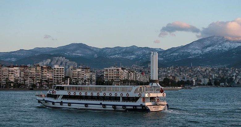 İzmir'in zirvesine beyaz örtü! Kar yağışı etkisini gösteriyor