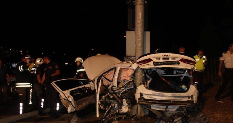 Aydın'da feci kaza! Otomobil hurdaya döndü