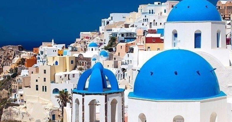 Afişleri süsleyen Santorini Adası göründüğü gibi değilmiş