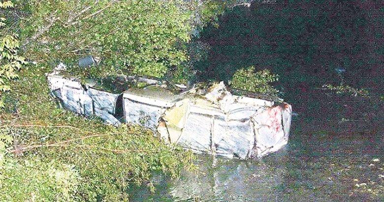 Mazot yüklü tanker çaya uçtu, sürücü öldü