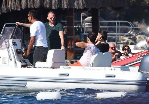 Murat Gezer, Mina Başaranın kardeşiyle tatil yapıyor