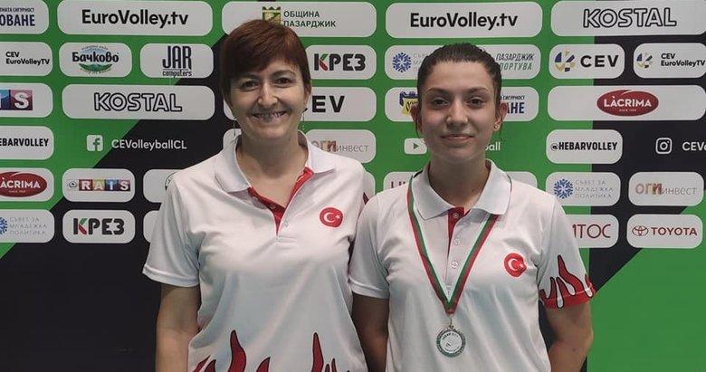 Milli badmintoncu Ravza Bodur, gümüş madalya kazandı