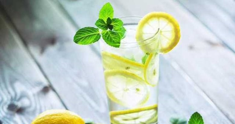 Ilık limonlu su içmenin faydaları inanılmaz...
