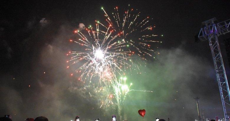 İzmir'de 'yeni yıl' coşkusu