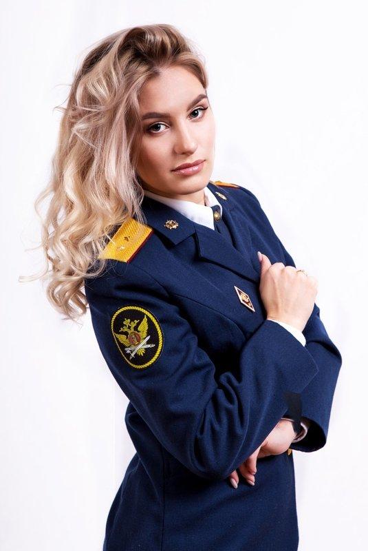 Rusya'da olay yarışma! Kadın gardiyanlar güzellik yarışması için poz verdi