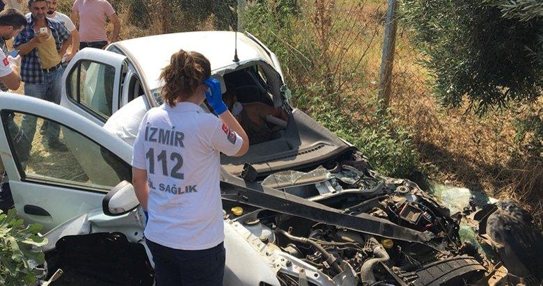 İzmir'de tren otomobile çarptı