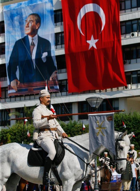 İzmir'in düşman işgalinden kurtuluşunun 97. yıl dönümü kutlamaları! Dikkat çeken fotoğraflar