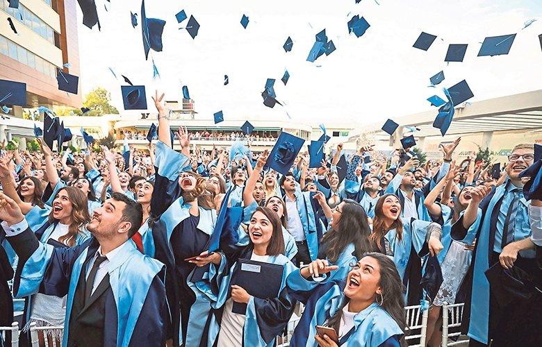 Yaşar'da mezuniyet sevinci