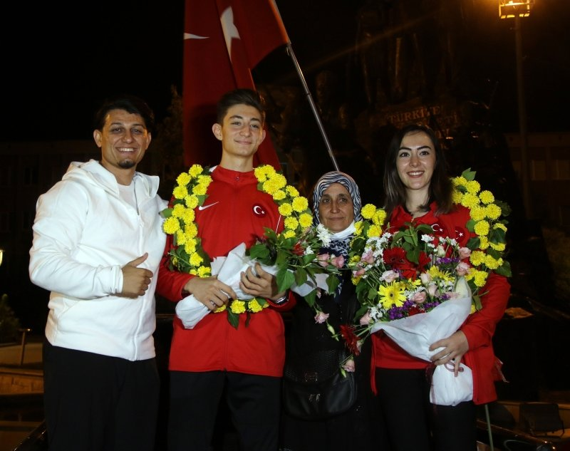 Avrupa Şampiyonu karateci Aydemir, memleketi Uşak'ta coşkuyla karşılandı