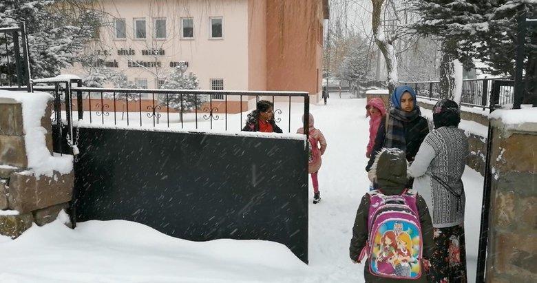 Alaşehir'in 15 mahallesinde, taşımalı eğitime kar engeli