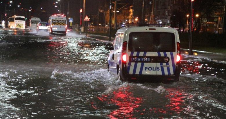 Manisa'da cadde ve sokaklar göle döndü, ev ve iş yerlerini su bastı