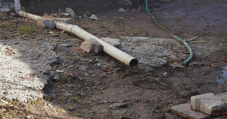 İzmir'de Büyükşehir'e tepki! Eğridere'de kanalizasyon olmayan 3 sokakta atık sular sokağa akıyor
