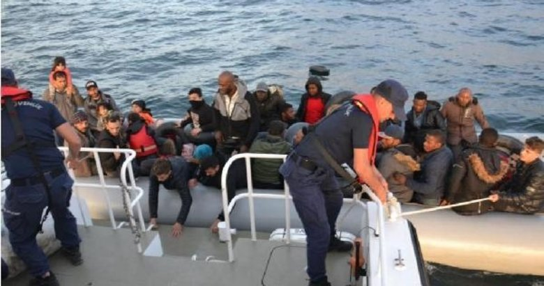 Selçuk ve Çeşme açıklarında 80 kaçak göçmen yakalandı