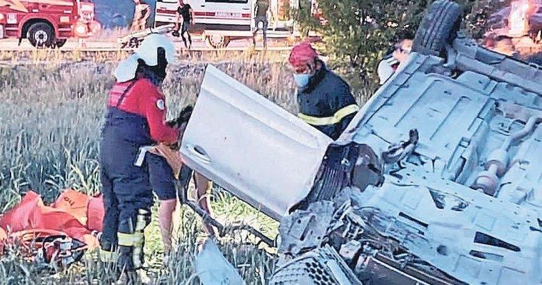 Tarlaya uçan araba 2 turiste mezar oldu