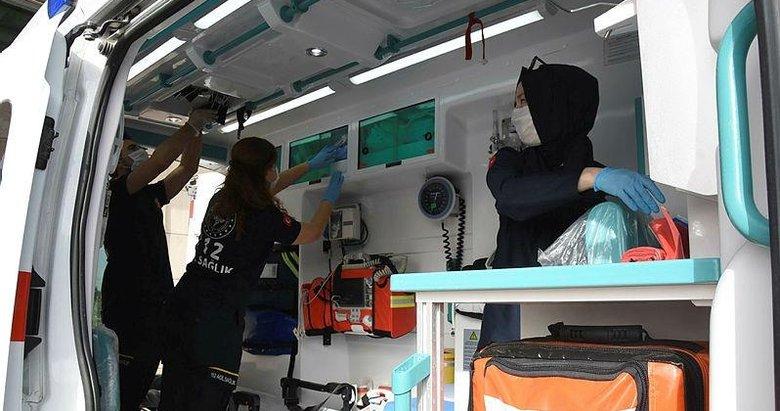 Hastaneye götürülürken, ambulansta doğum yaptı