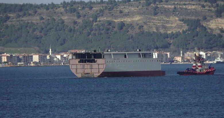 Çanakkale'de ilginç görüntü! Dev geminin yarısı geçiş yaptı