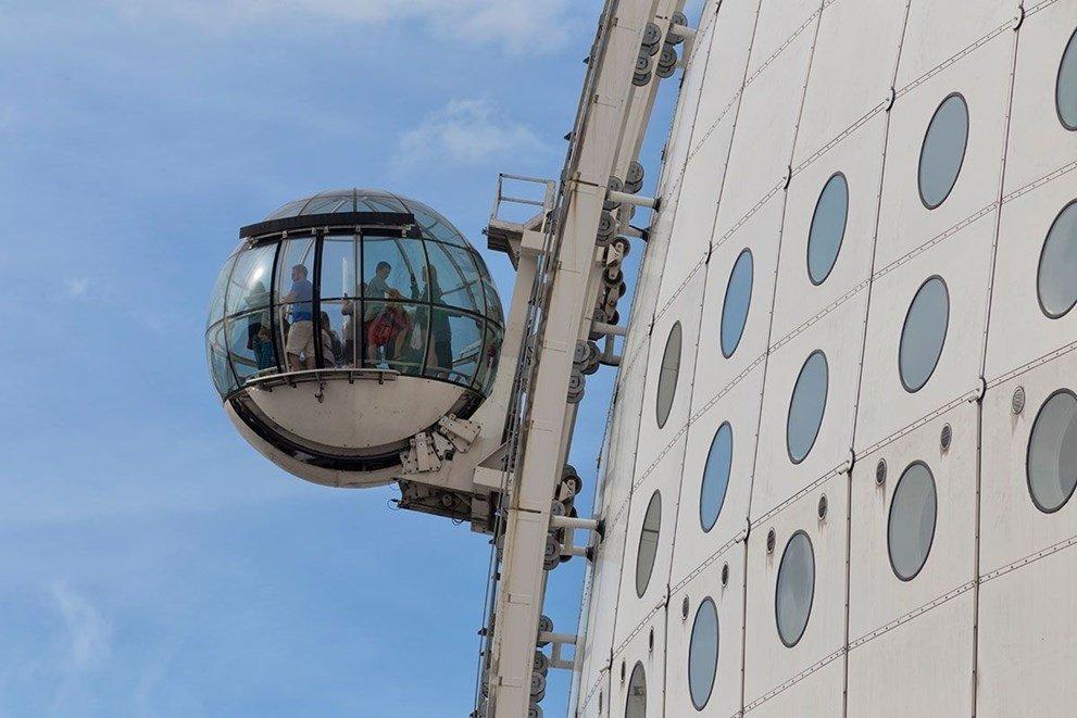 Hikayeleri birbirinden farklı! İşte dünyanın en ilginç asansör yolcukları