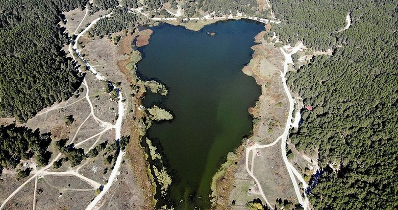 Krater gölü çevresindeki doğal güzellikler ziyaretçilerini büyülüyor