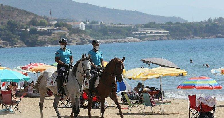 İzmir'de plajların güvenliği atlı jandarmaya emanet