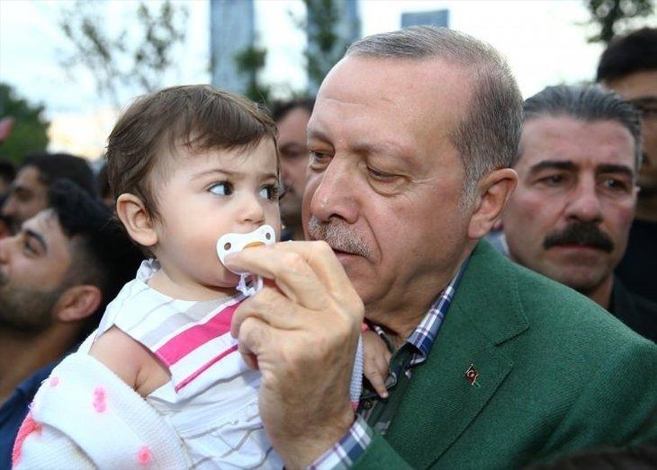 Erdoğan'dan iftarı bekleyen vatandaşlara sürpriz