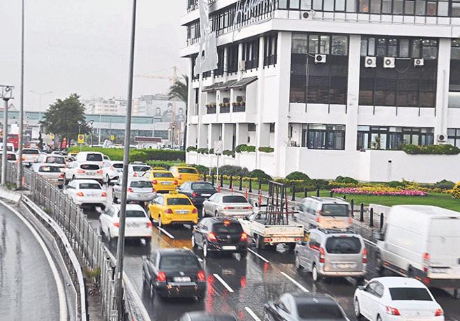 İzmir'in trafik çilesi bitmiyor