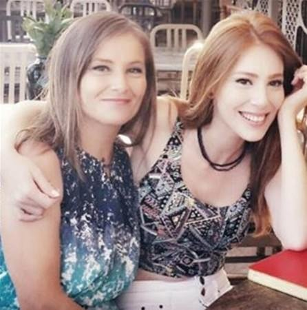 Hülya Avşar'ın kızı Zehra Çilingiroğlu o görüntüsüyle şaşırttı