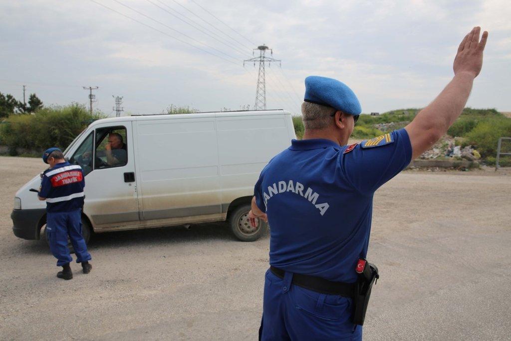 Jandarma yeni yazlık üniformalarıyla görev yapıyor