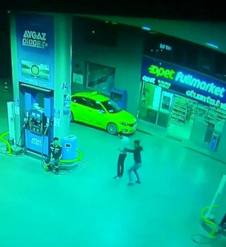 İzmir'de akaryakıt istasyonunda cinayet