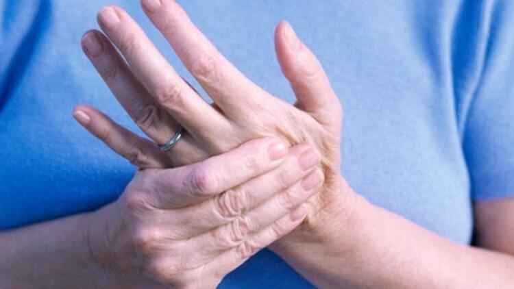 İltihaplı eklem romatizması belirtileri nelerdir? Uzman isim uyardı